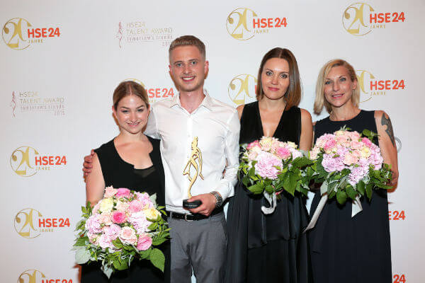 Lena Schleicher, Sieger HSE24 Talent Award Lars Harre (2.vl), Elena Trukhina, Stephanie Winterhalter. Quelle: Gisela Schober/Getty Images for HSE24""